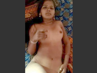 Desi village sexy wife show her nude body