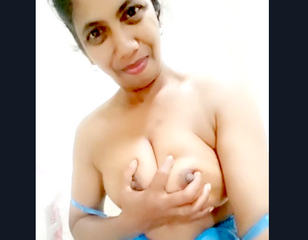 Desi village aunty show her boobs
