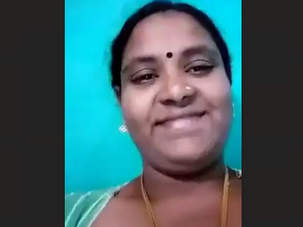 Tamil Aunty Milking Boobs