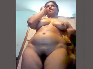 Sexy bhabhi on call while recording