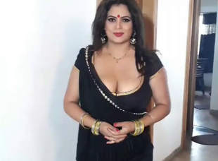 Sapna Bhabhi Big Boobs Cleavage