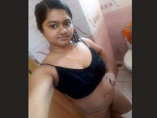 Sexy bangladeshi Girl Bathing and Musterbate 1