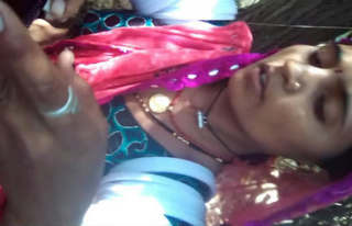 Rajasthani randi if any one have her clip