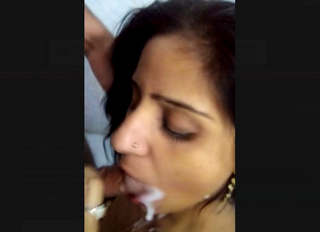 Desi Bhabi Giving Blowjob With Cum