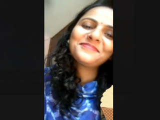 Beautiful Cute Paki Bhabi Showing Boobs On VideocAll