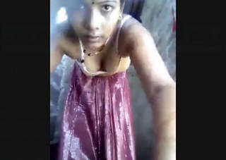 Desi Bihari Bhabhi Record her bathing Video For Lover