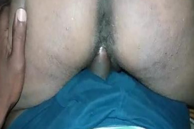 Desi aunty riding cock