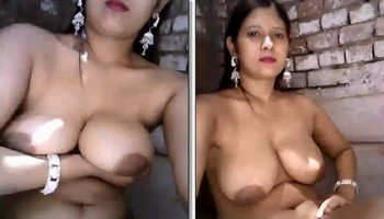 desi aunty hot boobs & pussy Show