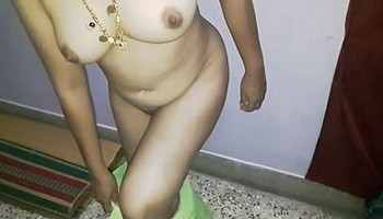 Waah bhabhi removing n showin cute boobs n shaved hot pussy