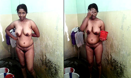 Sexy Mallu Aunty Bathing Selfie For Hubby