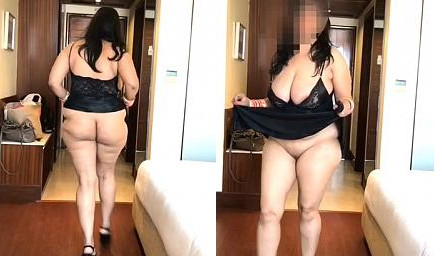 Sexy Indian Bhabhi Showing Her Ass and Pussy