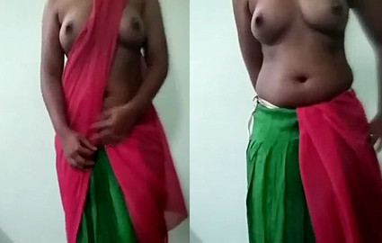 Horny desi girl showing boobs and feel sexy in saree