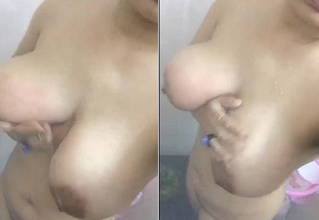 Horny Indian Wife Bathing