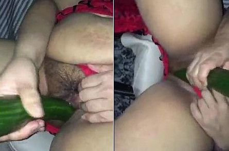 Desi housewife puts 14 Inch cucumber up her pussy