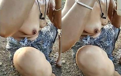 Reeta Bhabhi Outdoor Bath and peeing