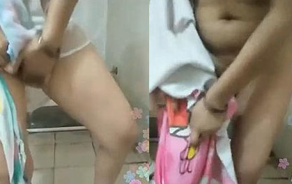 Indian Wife bathing Live Show