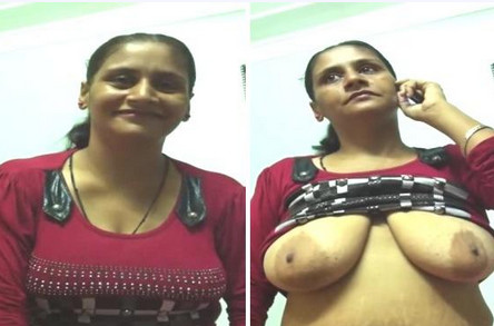 Bhabhi Shows Boobs n Handjob Hindi Audio