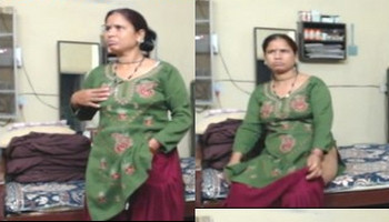 Indian aunty show her hot nude