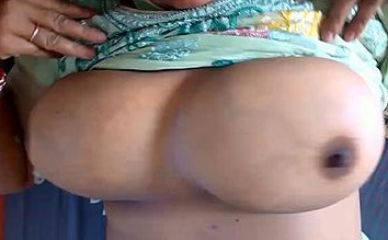 desi aunty big boobs show