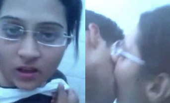 Desi College Bebe Suckking dick in college campus