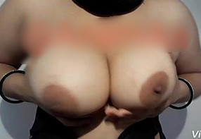 Famous Desi 'Anu Bhabi' Sexxy Juicy Boob Play