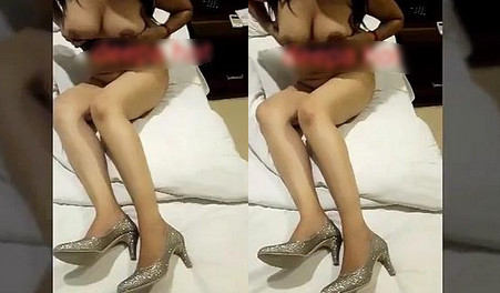 Sexy Indian Girl Showing Her Boobs To Bf