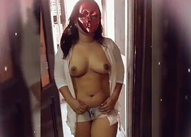 desi wife showing of her boobs in balcony