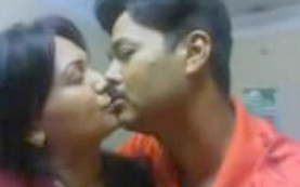 tamil cpl kissing and boobs sucking leaked