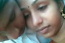 Mallu BF trying to Kiss his GF in Open Beach- With clearAudio