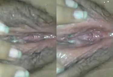 Horny desi girl fingering and pissing in bathroom