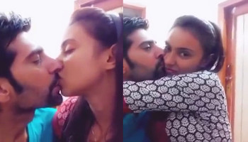 Desi girl Hot Kiss With Boyfriend