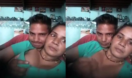 desi aunty boobs exposed by lover