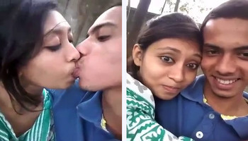 Hot Desi College Babe Kissing At Park