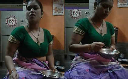 Aunty Boobs in Saree.