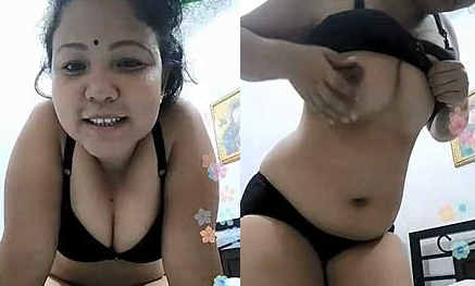 "Desi girl exposing boobs & teasing with song ""mujhe neend na aaye"""