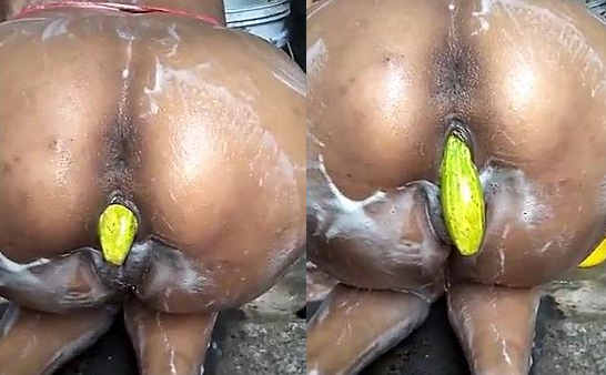 Hubby inserting cucumber in wife pussy while bathing time