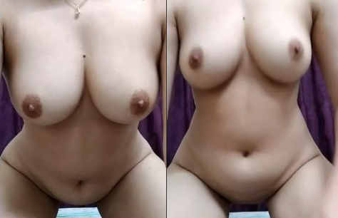 Hot Pakistani Hot Girl Showing Her Assets to Online Fans