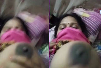 sexy bangla bhabhi showing her big boobs and blowjob live show