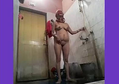 Horny Indian Bhabhi Bathing Selfie