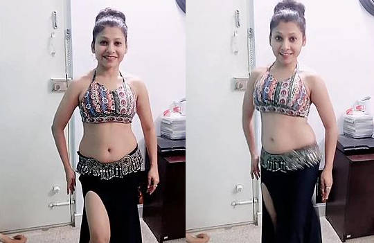 Cute college babe Bindu bolar erotic chubby navel saggy belly dance