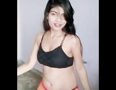 Hot babe tinu modi erotic navel show in black bra and shorts