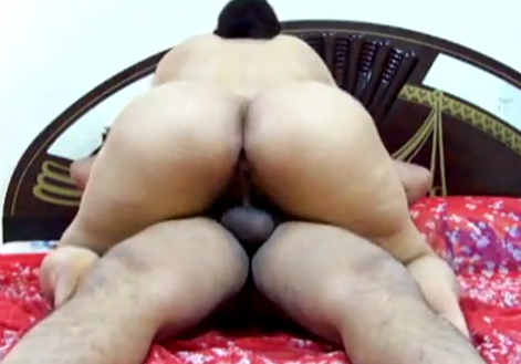 horny big ass saree aunty nude show