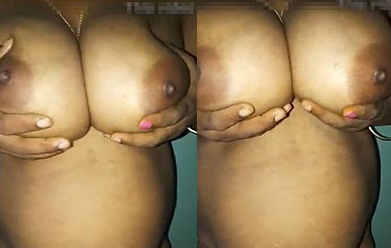 Mona Bhabhi Showing her Big Boobs and pussy