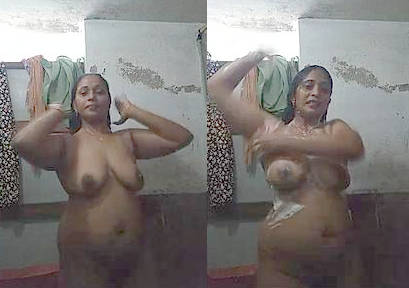 desi aunty hot bathing