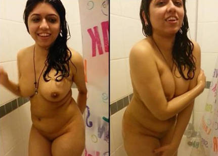 gujju bhabhi getting captured during bath