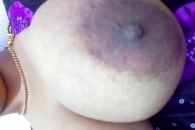 desi aunt showing her got boobs