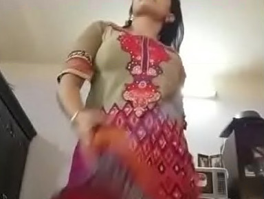 Hot desi girl showing boobs and pussy