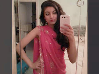 HOT INDIAN DESI NRI GIRL LEAKED