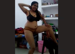 AUNTY DANCING FOR SONGS IN UNDERWEAR