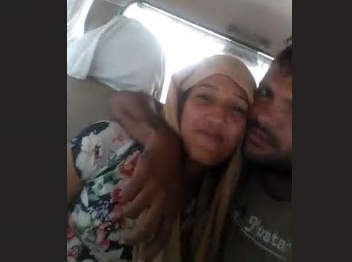 Exclusive cute indian lover romance and boobs sucking in car